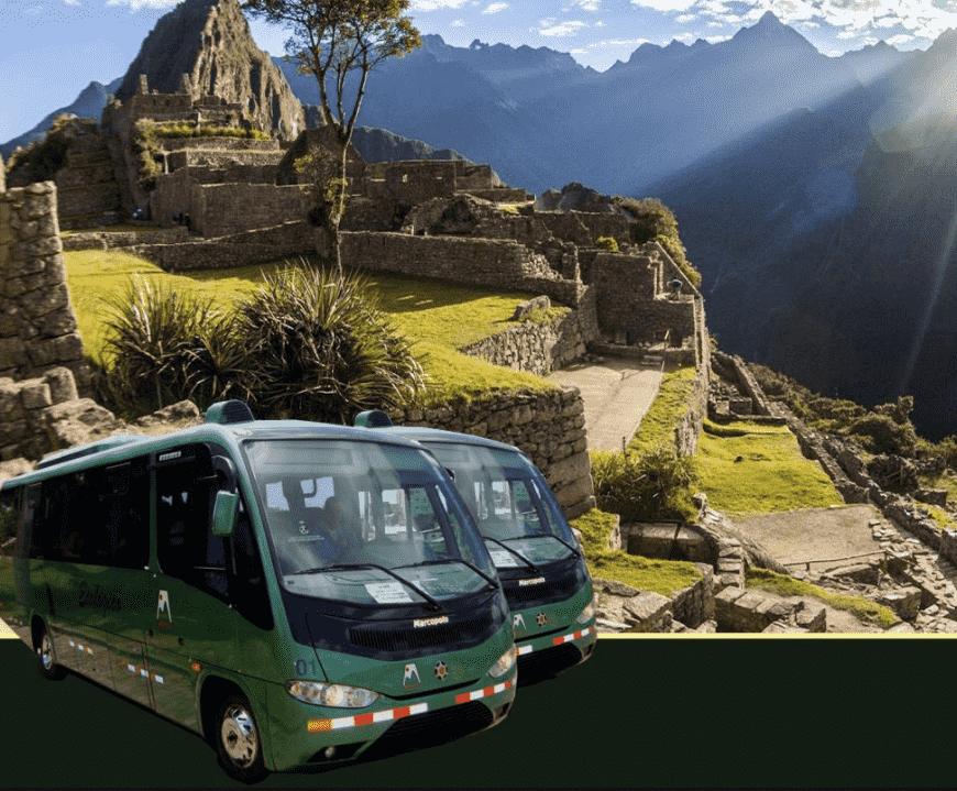 Tomar el bus de Aguas calientes la puerta de ingreso a Machu Picchu